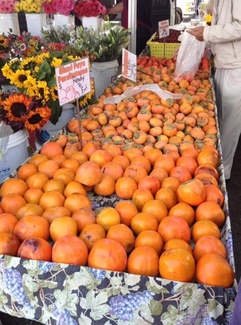 ファーマーズマーケットの柿