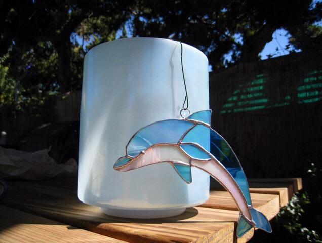イルカのステンドグラス