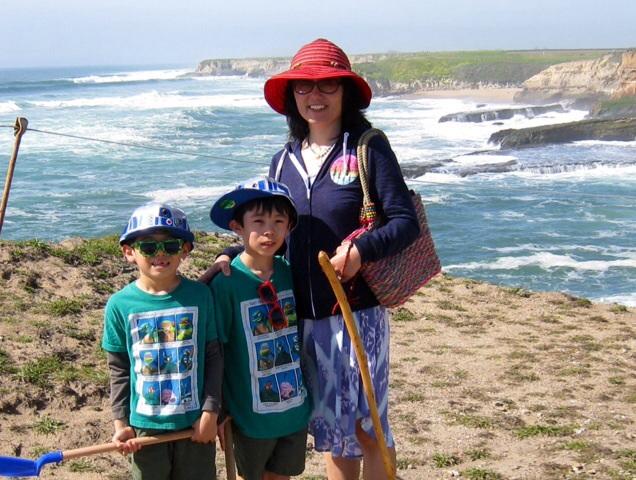 海辺でのハイキング