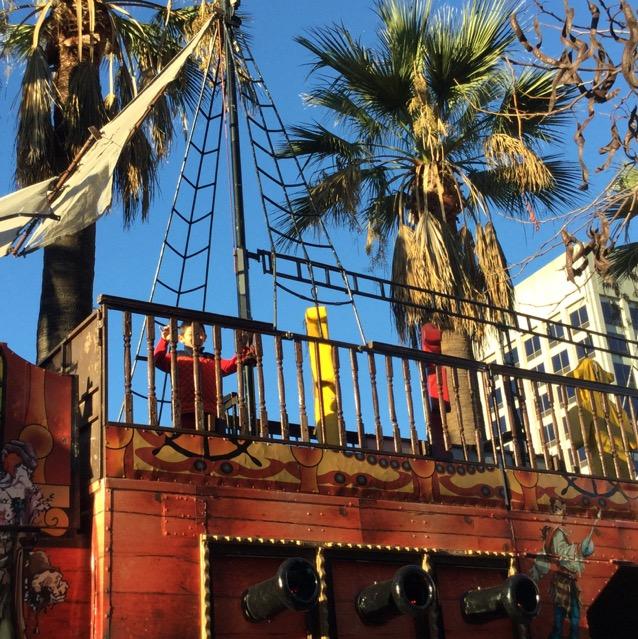 海賊船のジャングルジム