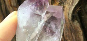 シャスタ山の紫色のエネルギー