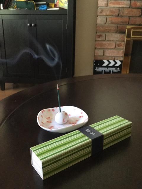 新茶の香りの日本のお香