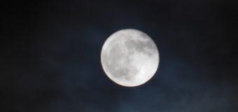 とっても寒い満月の夜